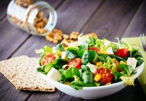 Обои салат, зелень, хлебец, орехи, диетический салат
